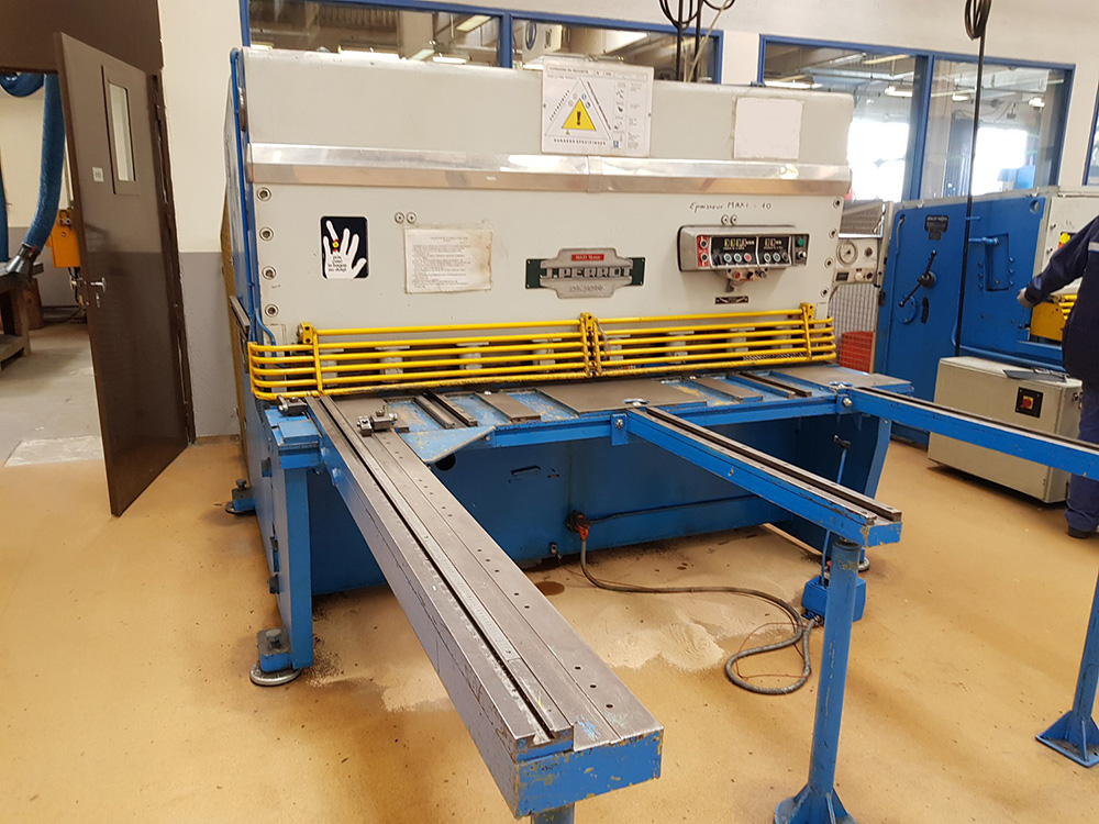 Cisaille guillotine hydraulique PERROT